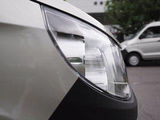 车辆右前大灯正侧视角