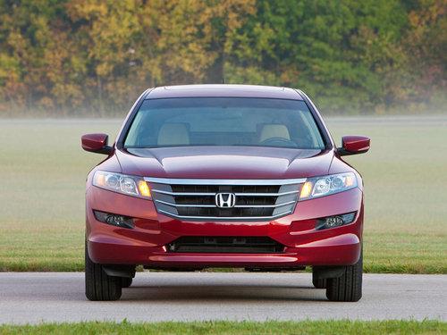 ...Accord轿车更加宽裕.本田将Accord Crosstour定义为CUV...
