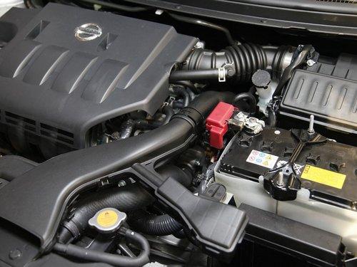 东风日产  轩逸 1.6 AT XL 发动机局部特写