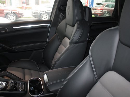 保时捷  Cayenne Turbo 4.8 AT 副驾驶席内侧特写