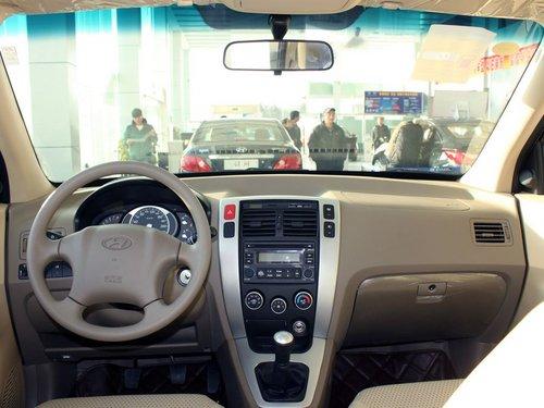 北京现代  途胜 2.0 GL 2WD MT 中控台整体