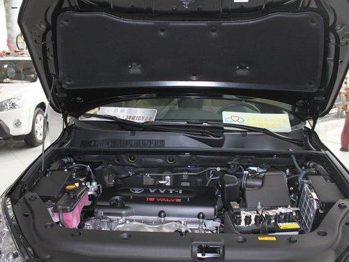 一汽丰田  RAV4 2.0 AT 发动机局部特写