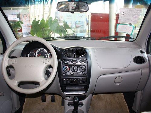 奇瑞汽车  梦想版 0.8L 手动 中控台整体