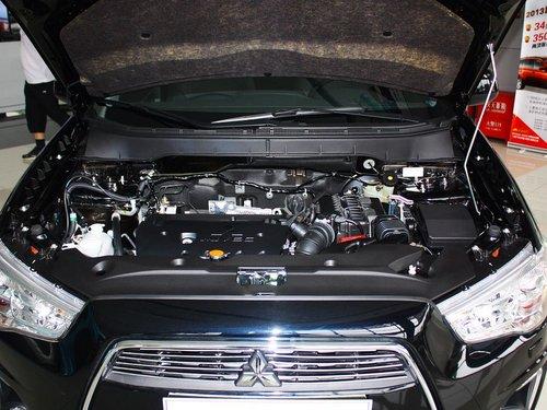 广汽三菱  2.0 CVT 发动机局部特写