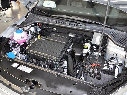 上海大众  1.4L 手动 发动机主体特写