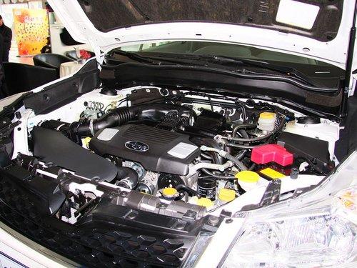 斯巴鲁  2.0L CVT 发动机主体特写