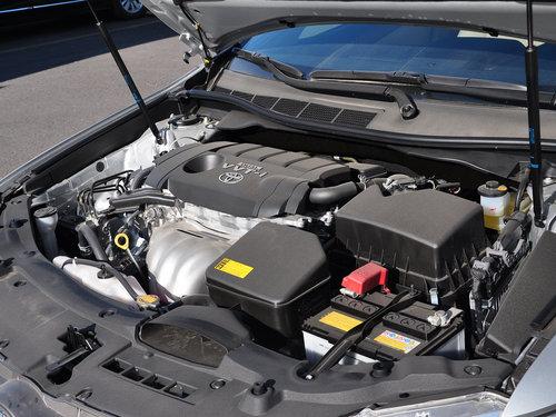 广汽丰田  2.5L 自动 发动机主体特写