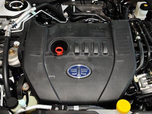 一汽奔腾  2.3L 自动 发动机主体特写