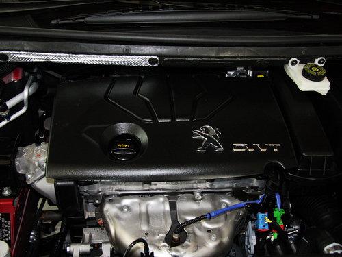 东风标致  1.6L 自动 发动机主体特写