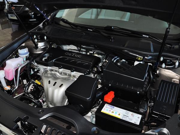 吉利汽车  2.0L 自动 发动机主体特写