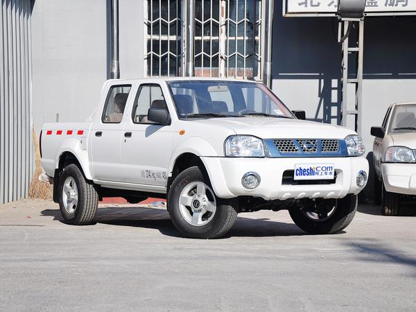 郑州日产  2.4L 手动 车辆右侧45度角