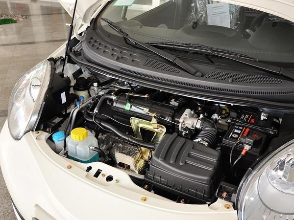 奇瑞汽车  1.0L 手动 发动机主体特写