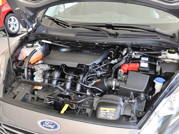 长安福特  两厢 1.5L DCT 发动机主体特写
