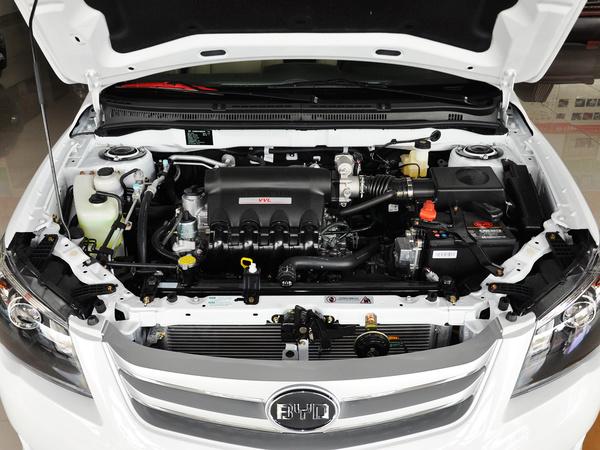 比亚迪  1.5L DCT 发动机局部特写
