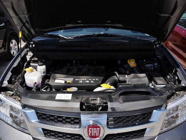 菲亚特(进口)  2.4L 自动 发动机局部特写