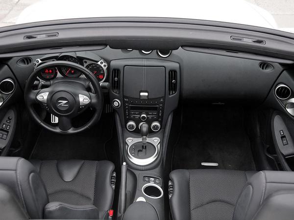 日产(进口)  370Z 3.7L 自动 中控台整体