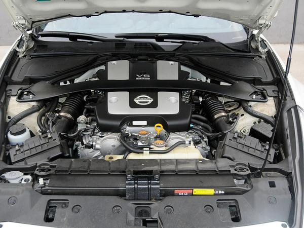 日产(进口)  370Z 3.7L 自动 发动机主体特写