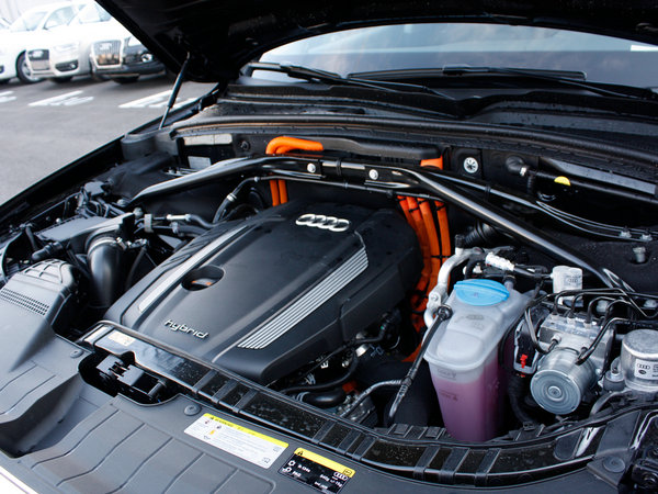 奥迪(进口)  Hybrid quattro 发动机局部特写