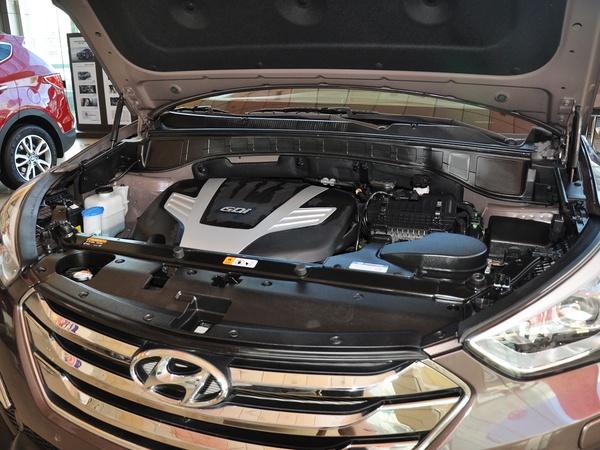 现代(进口)  改款 3.0L 自动 发动机主体特写