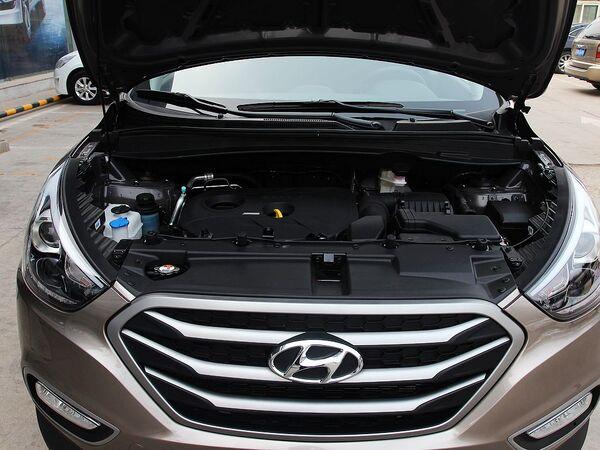 北京现代  改款 GL 2.0L 手动 发动机局部特写