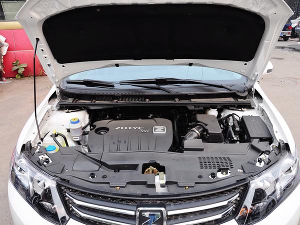 众泰  1.5L 手动 发动机局部特写