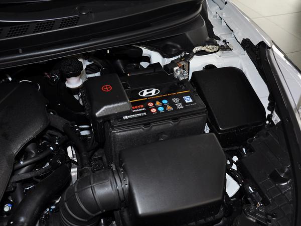 北京现代  1.6L 自动 蓄电池特写