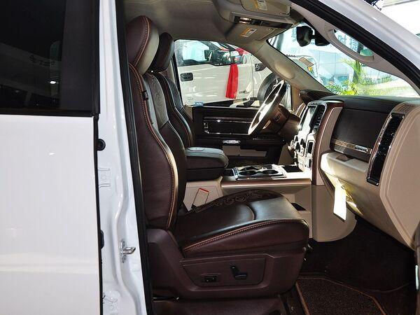 道奇(进口)  5.7L 副驾驶座椅正视图