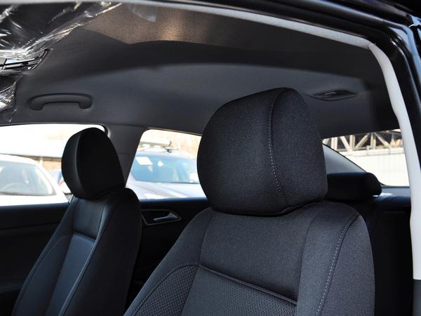 北京现代  1.8L 手动 驾驶席座椅头枕特写