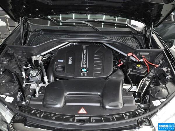 宝马(进口)  xDrive30d 3.0T 自动 发动机局部特写