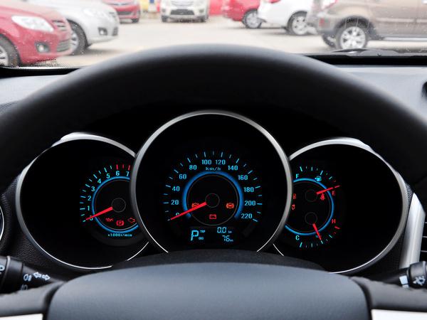 长安乘用车  1.6L 自动 方向盘后方仪表盘