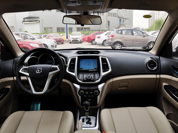 长安乘用车  1.6L 自动 中控台整体