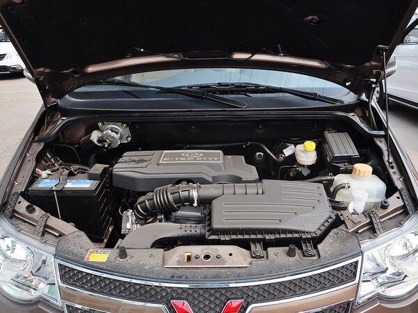 上汽通用五菱  1.5L 手动 发动机局部特写