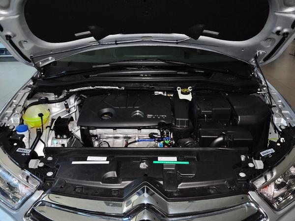 东风雪铁龙  VTS版 1.6L 自动 发动机主体特写