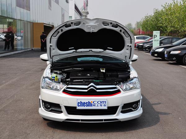 东风雪铁龙  VTS版 1.6L 手动 车辆发动机舱整体