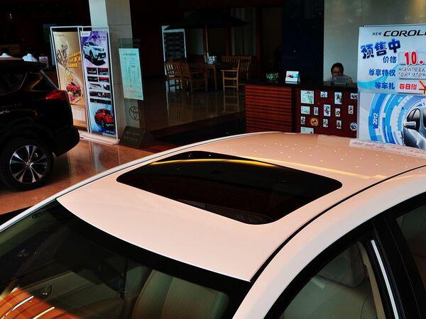 一汽丰田  1.6L CVT 车顶前部