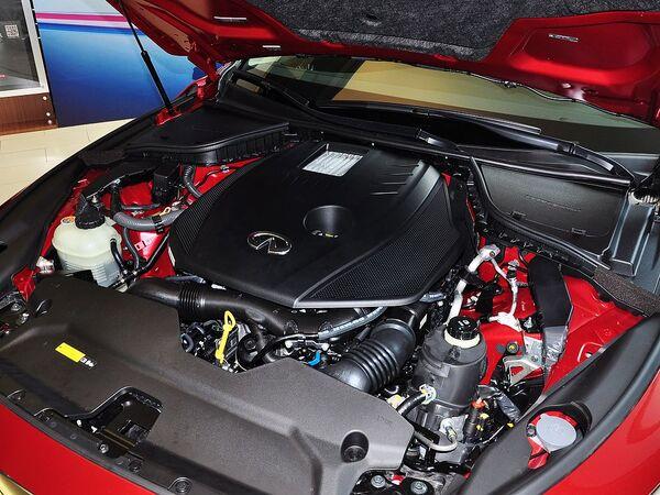 英菲尼迪  2.0T 自动 发动机主体特写