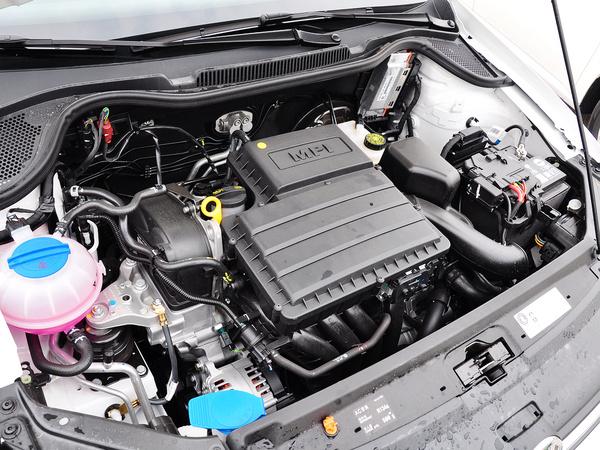 上海大众  1.4L 自动 发动机主体特写