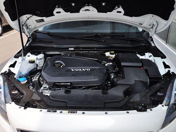 沃尔沃(进口)  1.6T 自动 发动机局部特写