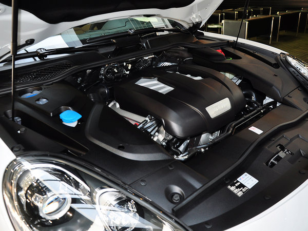保时捷  Cayenne 3.0T 发动机主体特写