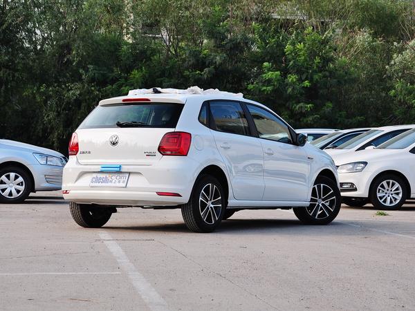 上汽大众  1.6L 自动 车辆右侧尾部视角