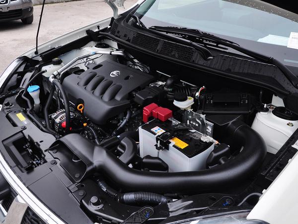 东风日产  2.0L CVT 发动机主体特写