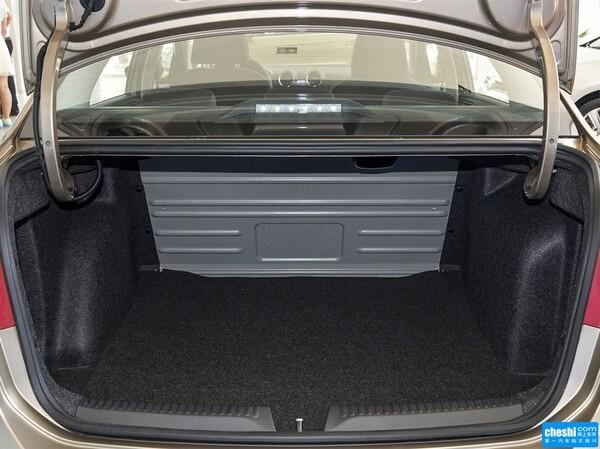 一汽-大众  1.6L 自动 后备箱局部特写