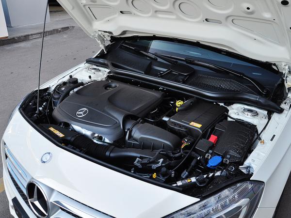 奔驰(进口)  A 200 发动机主体特写