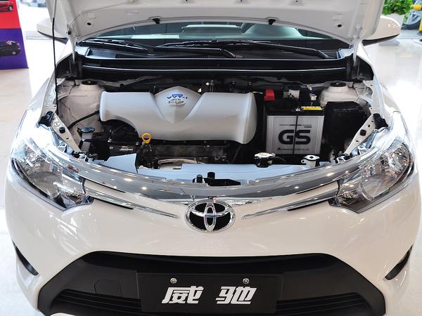 一汽丰田  1.5L 自动 发动机局部特写