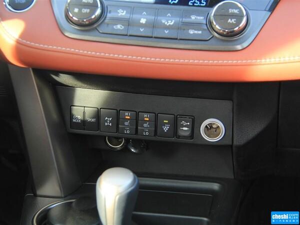 一汽丰田  2.5L 自动 中控台下方特写