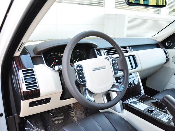 路虎  3.0 V6 中控台左侧