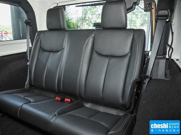 Jeep  3.6L 自动 第二排座椅正视图