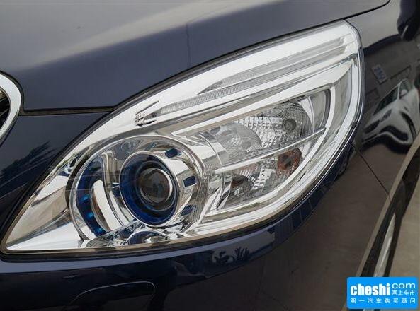 别克  2.4L 自动 车辆大灯细节