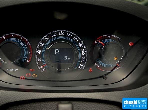 东风裕隆  2.2T 自动 方向盘后方仪表盘