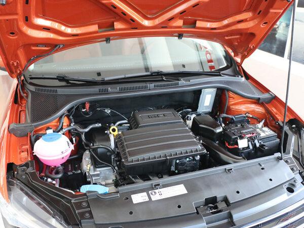 上汽大众  1.6L 自动 发动机主体特写